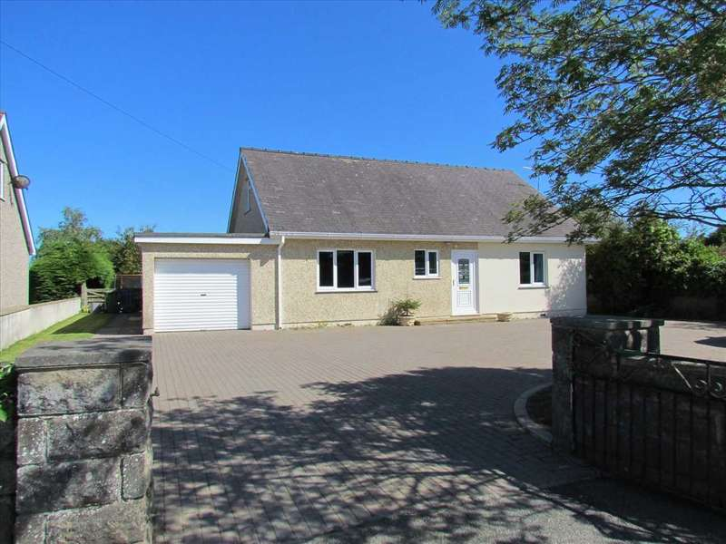 4 Bedrooms Detached Bungalow for sale in Trefri Fach, Llangaffo