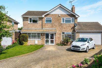 4 Bedrooms Detached House for sale in Oriel Grove, Moreton In Marsh
