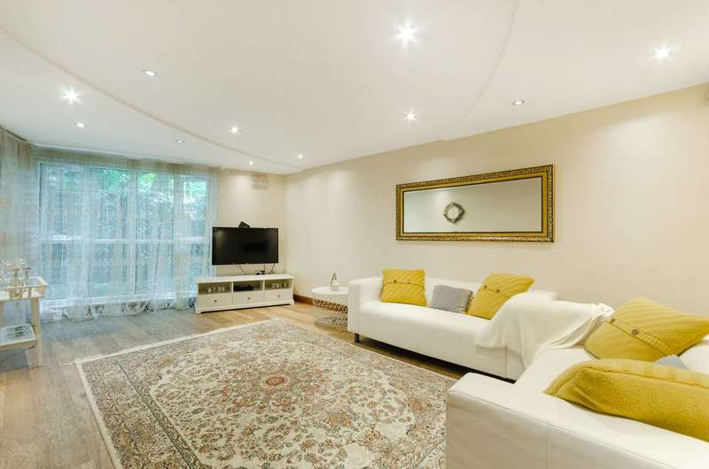 2 Bedrooms Flat for sale in Garrick Close, W5, Ealing, W5