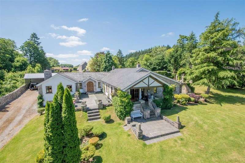 4 Bedrooms Detached House for sale in Graigadwywynt, Ruthin