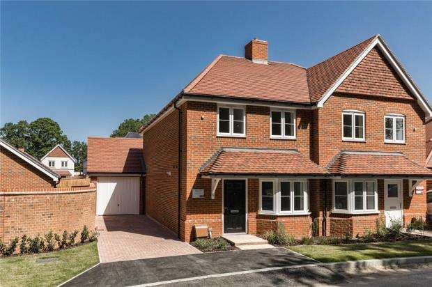 3 Bedrooms Semi Detached House for sale in Oakham Park, Old Wokingham Road, Crowthorne
