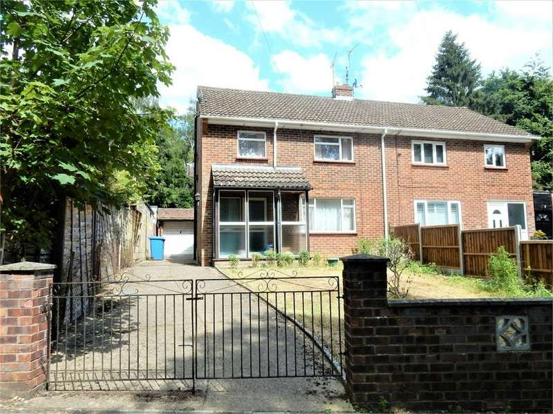 3 Bedrooms Semi Detached House for sale in Edgbarrow Rise, SANDHURST, Berkshire