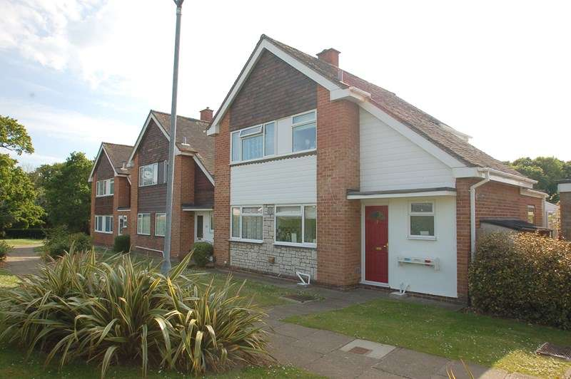 3 Bedrooms Detached House for sale in Hamilton Grove, Peel Common, Gosport