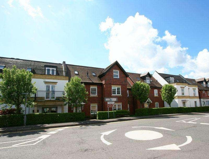 2 Bedrooms Apartment Flat for sale in Penn House, Jennery Lane, Burnham, Buckinghamshire SL1