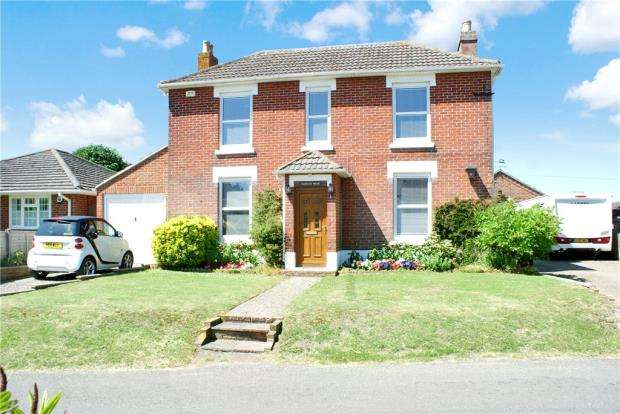 4 Bedrooms Detached House for sale in St. Peters Road, Hayling Island, Hampshire
