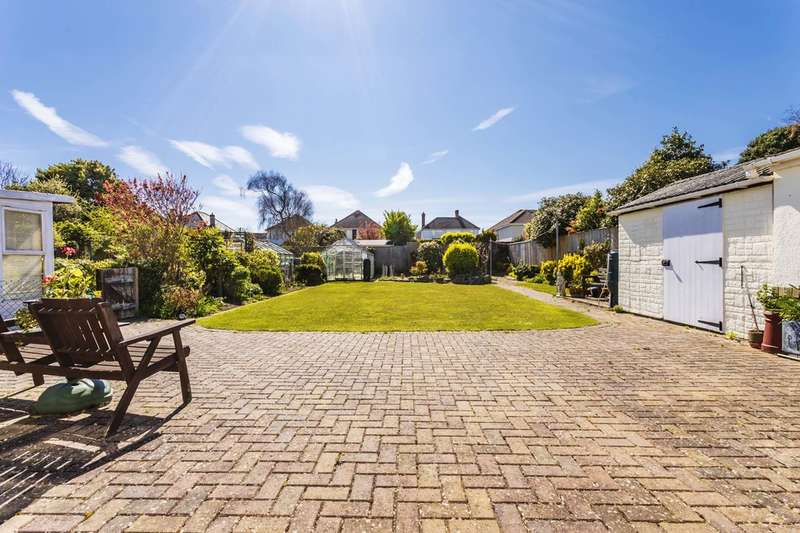 5 Bedrooms Chalet House for sale in Baring Road, Hengistbury Head