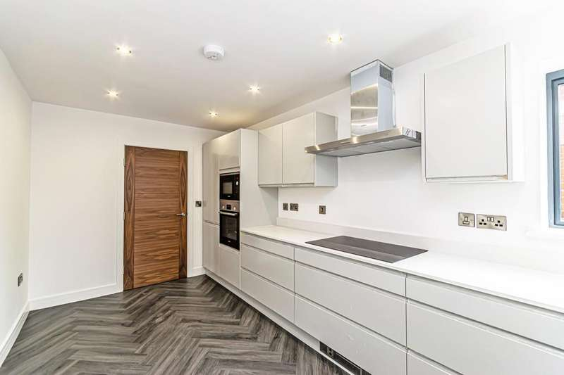 2 Bedrooms Flat for rent in Elmwood, Menlove Avenue, Liverpool, Merseyside, L18