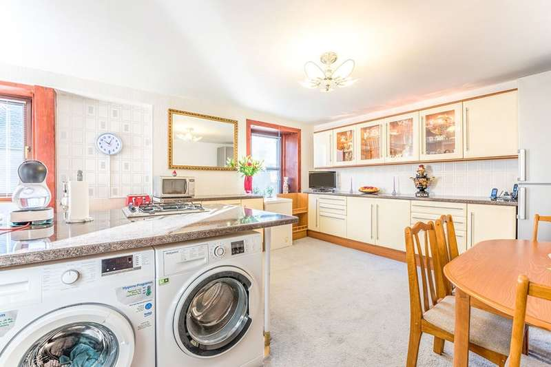 3 Bedrooms Flat for sale in St. Johns Place, Montrose, DD10