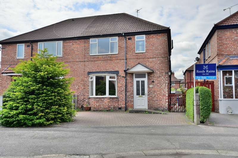 3 Bedrooms Semi Detached House for sale in Whiteley Place, Altrincham, Cheshire, WA14