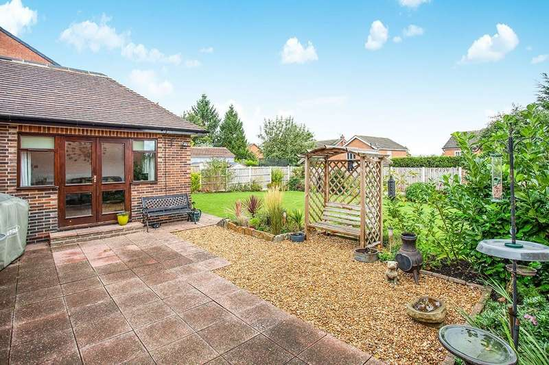 4 Bedrooms Detached Bungalow for sale in Snydale Road, Normanton, West Yorkshire, WF6