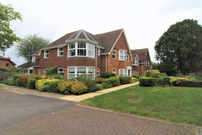 2 Bedrooms Apartment Flat for sale in Dorndon House, School Road, Hurst, Reading, Berkshire