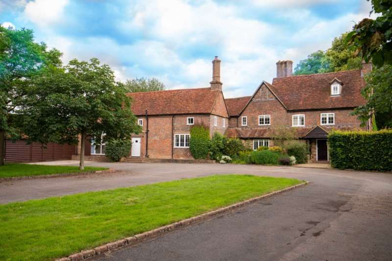 6 Bedrooms Detached House for rent in Church Road, Studham