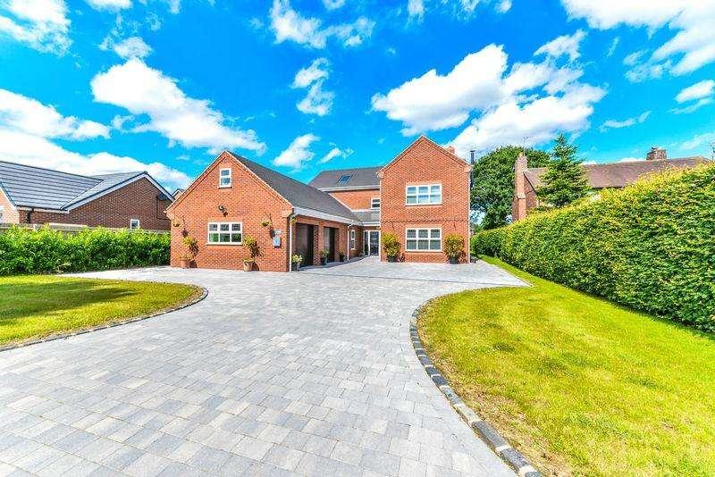 5 Bedrooms Detached House for sale in Sandyfields, Baldwins Gate, Newcastle-Under-Lyme