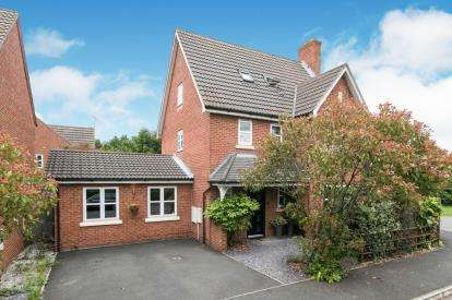 4 Bedrooms Detached House for sale in Mimosa Close, Elton, Chester, Cheshire, CH2