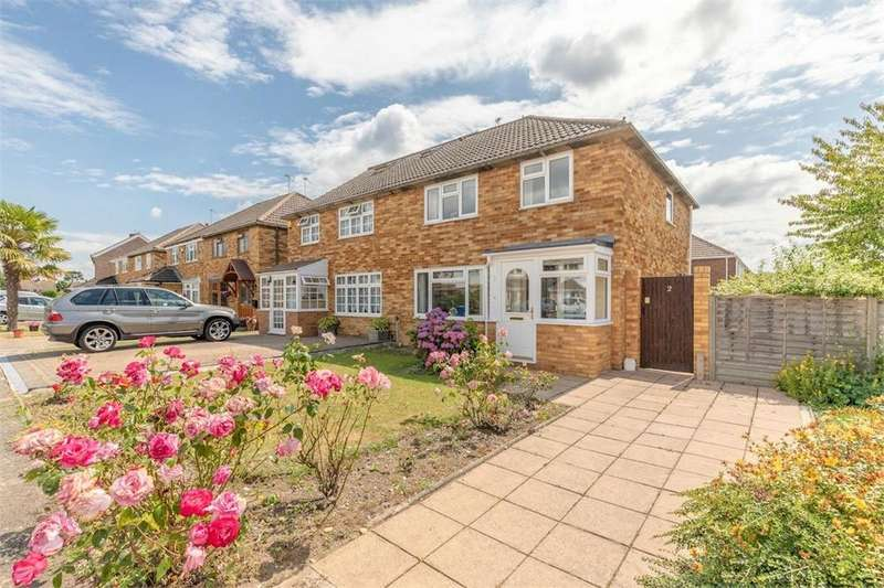 3 Bedrooms Semi Detached House for sale in Mills Spur, Old Windsor, Berkshire