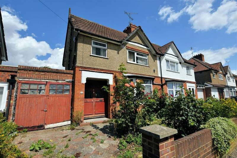 3 Bedrooms Semi Detached House for sale in Holybrook Road, Reading