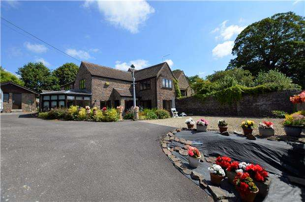 4 Bedrooms Cottage House for sale in The Stream, Hambrook, BRISTOL, BS16 1RG