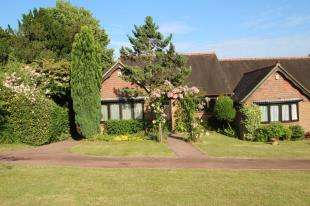 2 Bedrooms Bungalow for sale in Lorenden Park, Highgate Hill, Hawkhurst, Cranbrook