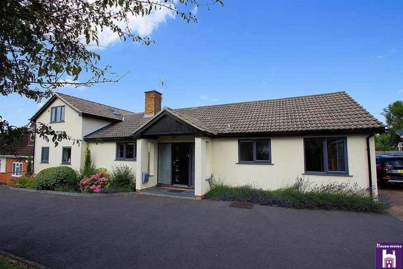 3 Bedrooms Detached House for sale in The Acorns, Cheltenham, Gloucester, GL51 7TA