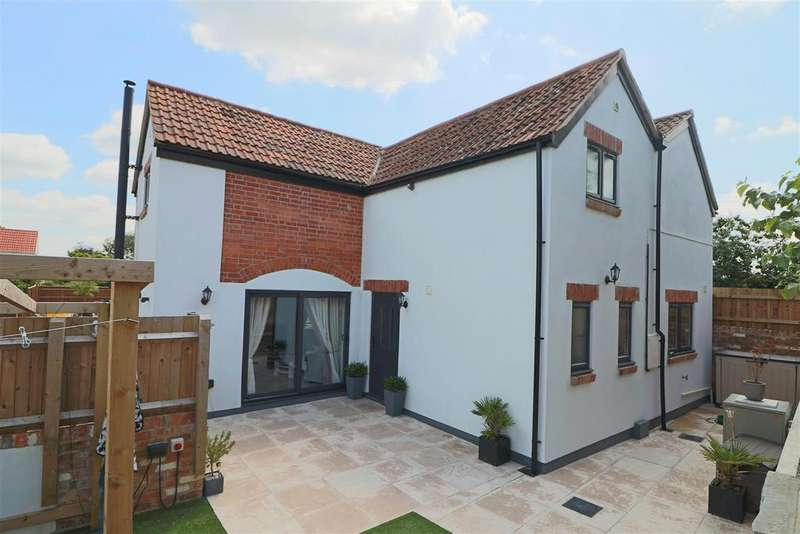 3 Bedrooms House for sale in Grange Court Lane, Huntley, Gloucester
