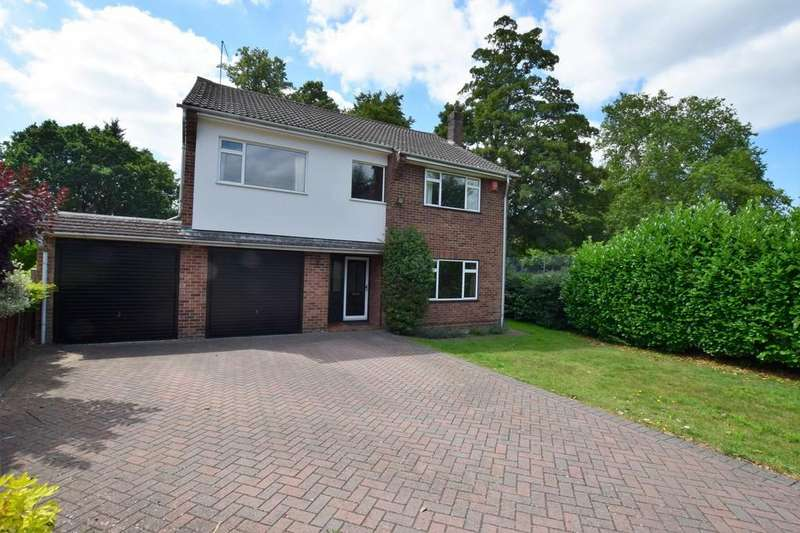 4 Bedrooms Detached House for sale in Carlyon Close, Farnborough