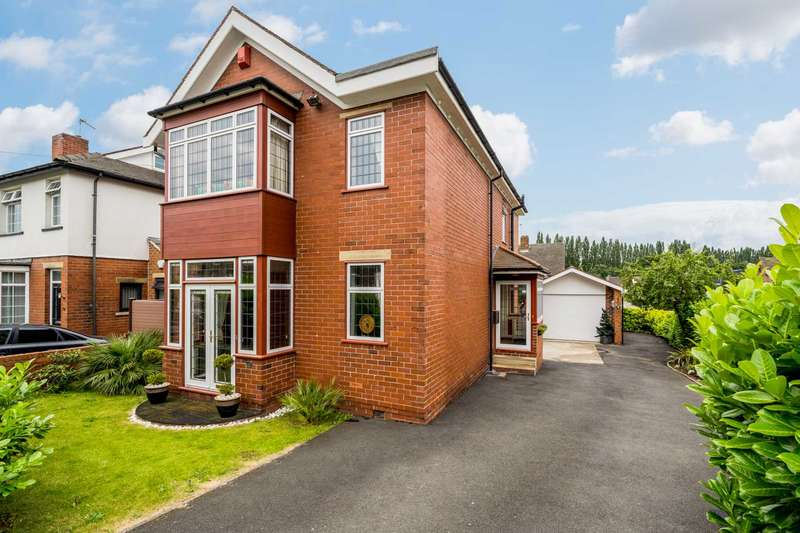 3 Bedrooms Detached House for sale in Slaithwaite Road, Thornhill Lees