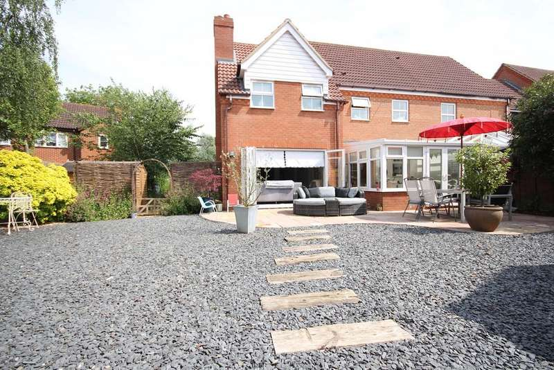 3 Bedrooms Semi Detached House for sale in Kingfisher Road, Shefford, SG17
