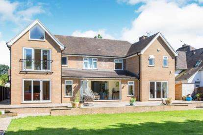 5 Bedrooms Detached House for sale in Sandbach Road North, Alsager, Stoke-on-Trent, Cheshire