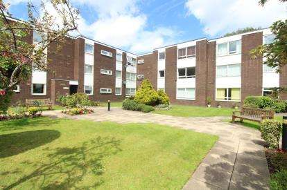 2 Bedrooms Flat for sale in The Hollies, Oakwood Avenue, Gatley, Cheadle