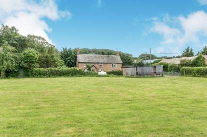 3 Bedrooms Detached House for sale in Lower Denbigh Road, St. Asaph, Denbighshire, ., LL17