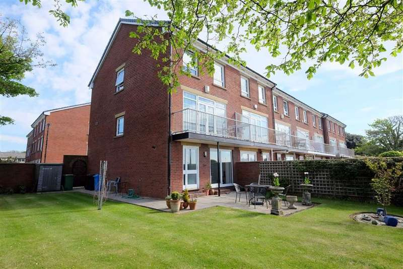 4 Bedrooms End Of Terrace House for rent in The Leylands, Lytham