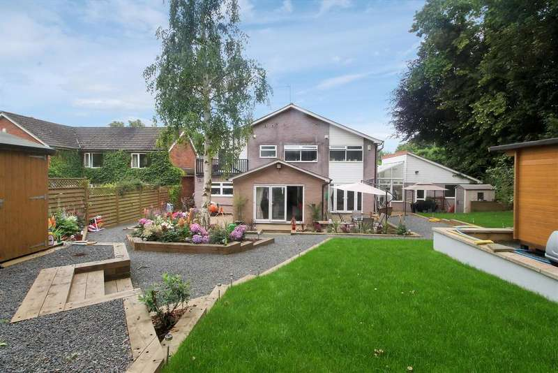 5 Bedrooms Detached House for sale in The Chestnuts, Hertford