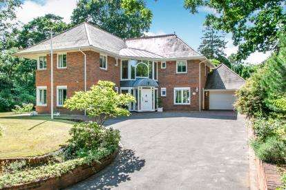 4 Bedrooms Detached House for sale in Branksome Park, Poole, Dorset