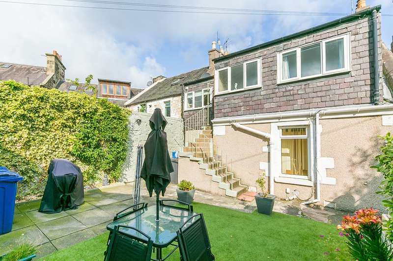 3 Bedrooms Flat for sale in West Street, Penicuik, EH26