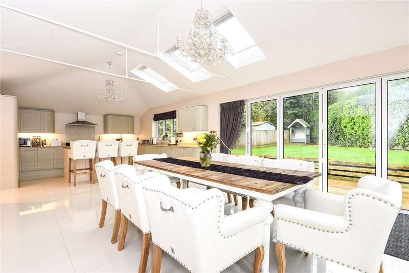 4 Bedrooms Semi Detached House for sale in Megg Lane, Chipperfield, Kings Langley, Hertfordshire, WD4