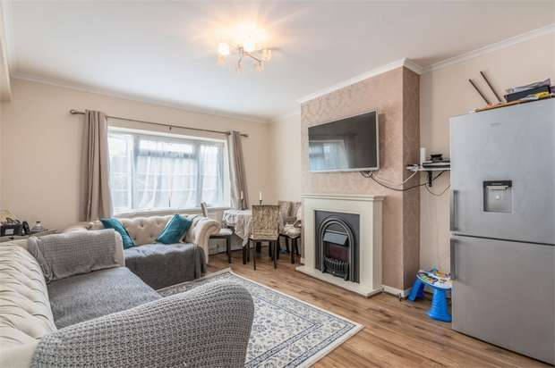 2 Bedrooms Flat for sale in Charlton Court, High Street South, London