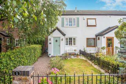 2 Bedrooms End Of Terrace House for sale in Sandfield Cottages, Sandfield Park, Aughton, Lancashire, L39
