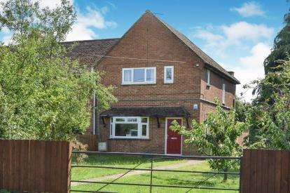 3 Bedrooms Semi Detached House for sale in Station Road, Bow Brickhill, Milton Keynes, Buckinghamshire