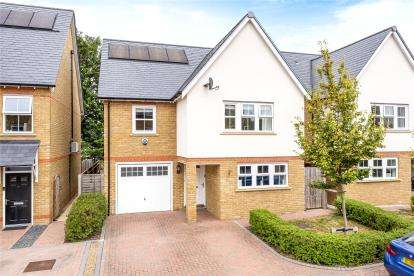 4 Bedrooms Detached House for sale in Stead Close, Chislehurst