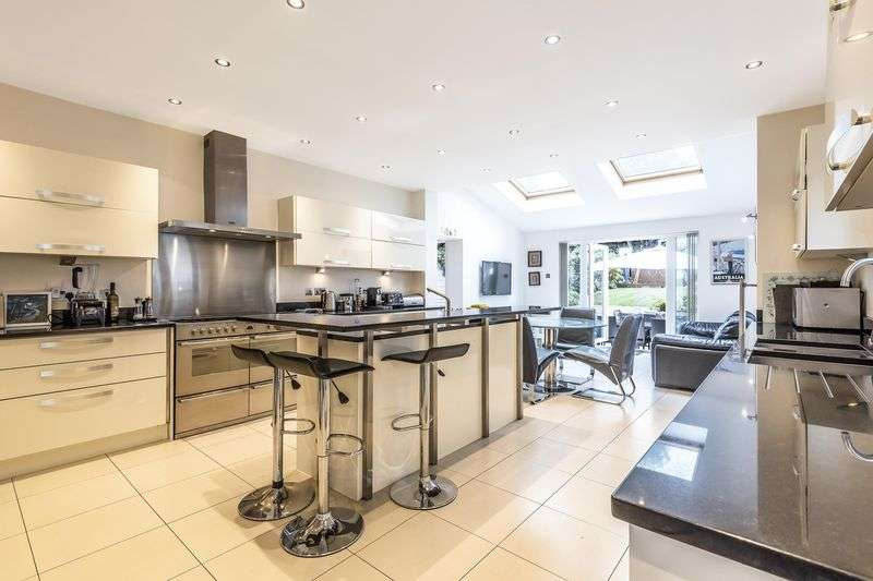 5 Bedrooms Property for rent in West Hill Way, Totteridge, Greater London, N20 8QX