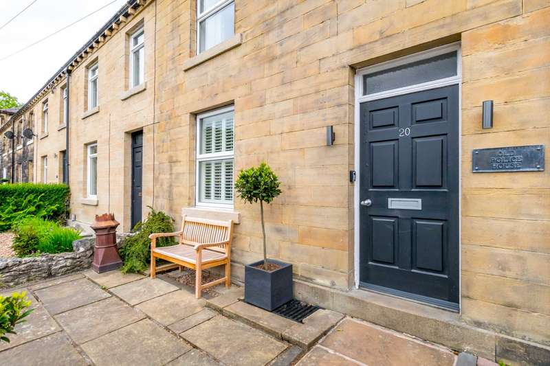 3 Bedrooms Serviced Apartments Flat for rent in Meltham Mills Road, Meltham Mills