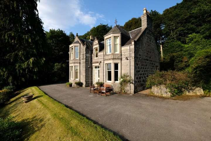 5 Bedrooms Detached House for sale in Craggan Mhor, Craigellachie, Aberlour, Moray, AB38