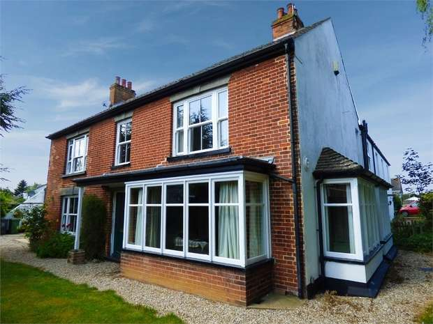7 Bedrooms Link Detached House for sale in Station Road, Ormesby, Great Yarmouth, Norfolk