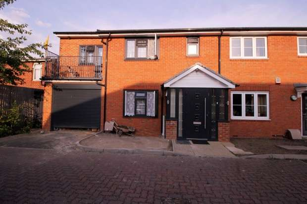 4 Bedrooms End Of Terrace House for sale in Barra Wood Close, Hayes, UB3