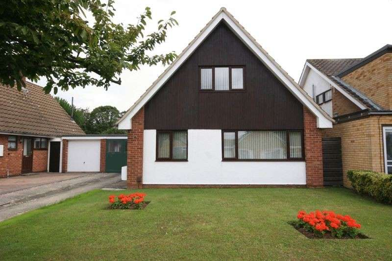 3 Bedrooms Detached House for sale in Sussex Gardens, Hucclecote, Gloucester