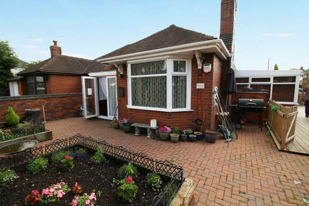 2 Bedrooms Bungalow for sale in Kelvin Avenue, Stoke-On-Trent, Staffordshire, ST1 6BS