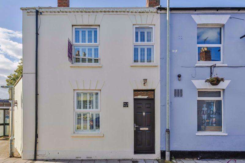 2 Bedrooms End Of Terrace House for sale in Townsend Street, Cheltenham Town Centre