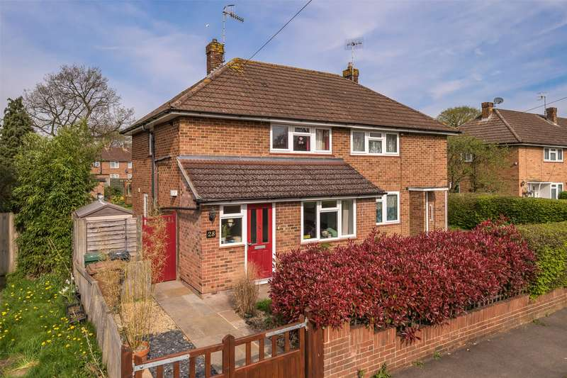 2 Bedrooms Semi Detached House for sale in Staplehurst Road, Reigate, Surrey, RH2