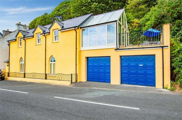 3 Bedrooms Detached House for sale in Quay Road, Goodwick, Pembrokeshire