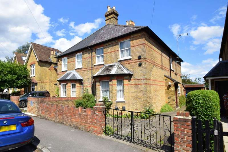 3 Bedrooms Semi Detached House for sale in Montagu Road, Datchet, SL3